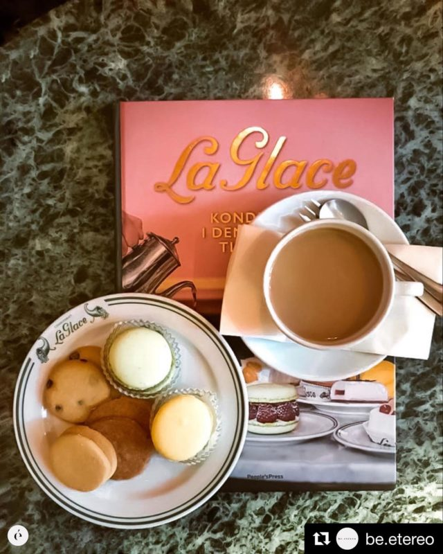 Great picture @be.etereo  Thank you! This wonderful tablepiece book about La Glace is in both danish and english. Sold in Skoubogade and online. The cookies and French Macaroons are superb treats on any day. Sold in Skoubogade. Hope to see you soon. #laglacedk #modernetidslomme #laglacesmåkager